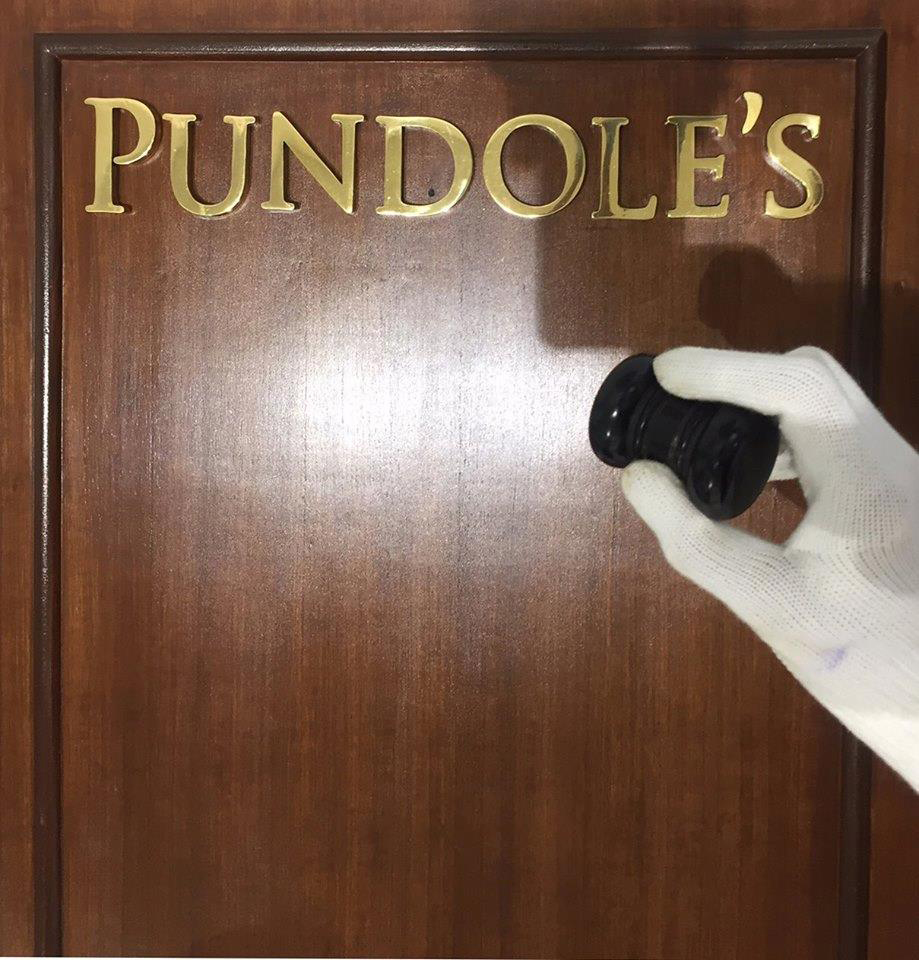 pundoles-white-glove
